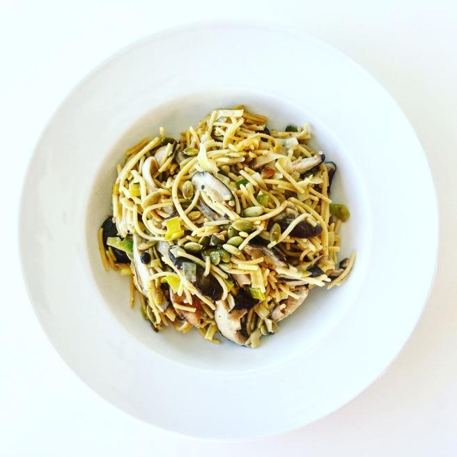 Shiitake and Leek Spaghetti | veganblondes.com